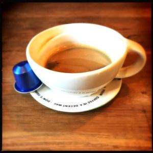 Vivalto Lungo Nespresso capsule and cup