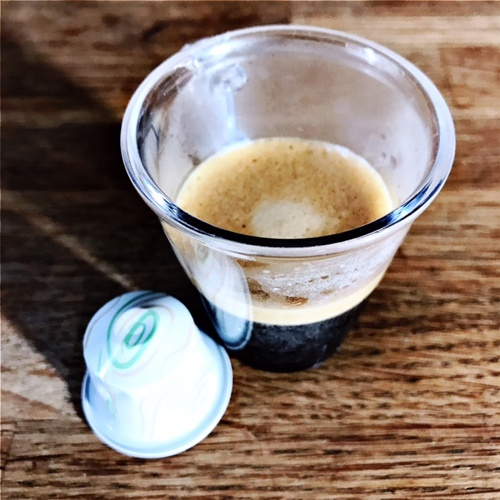 Nespresso's Variations Apfelstrudel capsule and coffee cup