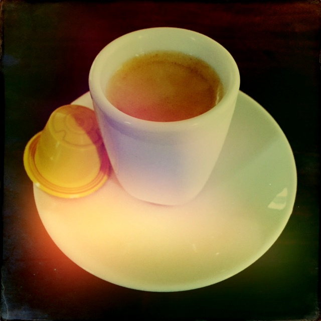 Rosso Caffe's Vaniglia capsule and coffee cup