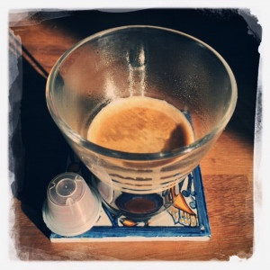 Lungo Latino Mezzo Gourmesso capsule and cup